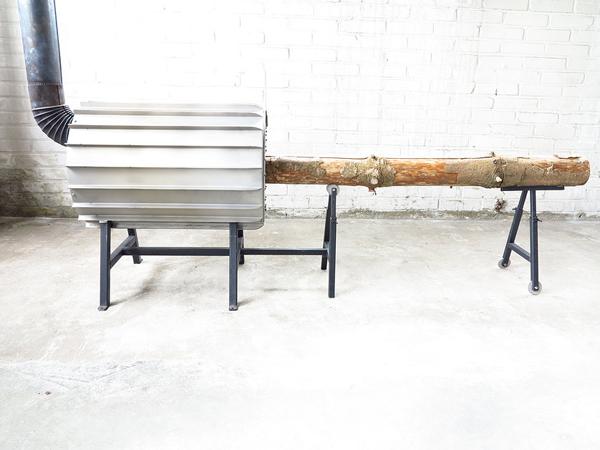 holzhacken war einmal ofen verbrennt ganzen baumstamm energieleben. Black Bedroom Furniture Sets. Home Design Ideas