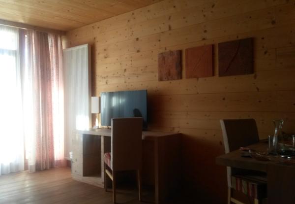 h user aus vollholz. Black Bedroom Furniture Sets. Home Design Ideas